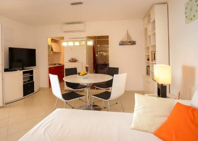 Beach-apartment-Sasha-Trogir-604-Optim